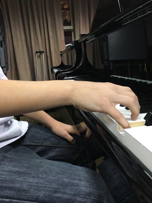 Hand position 15